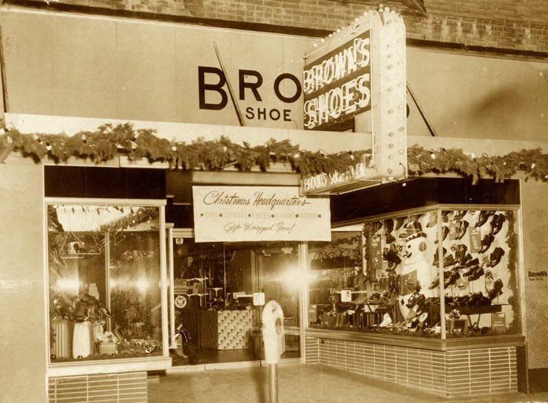 Photo of Red Oak storefront decked out for Christmas date unknown