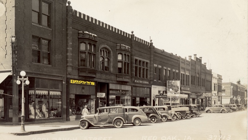 Photo of street with Red Oak store date unknown