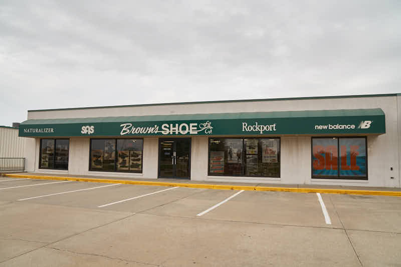 Salina shoe store front